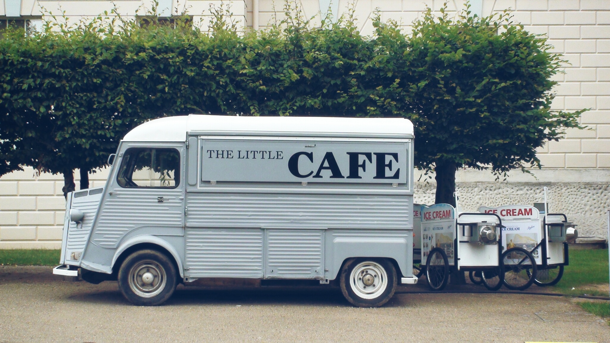 Cafe Food Trucks