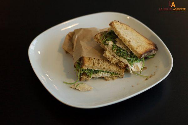 Sandwich sur assiette