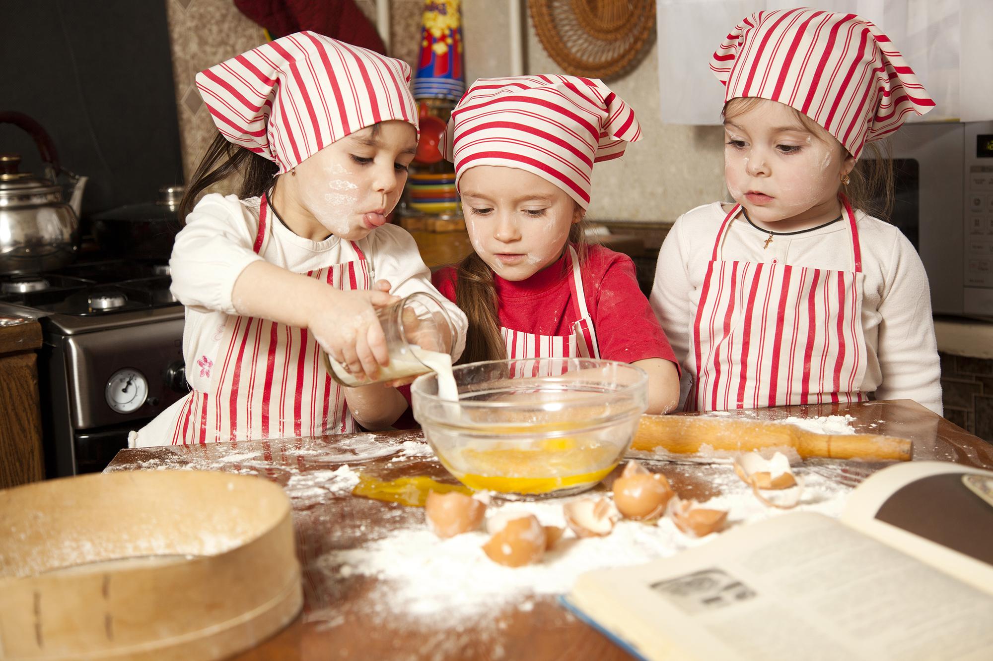 Les cours de cuisine un moment magique pour de petits - Cours de cuisine enfant lille ...