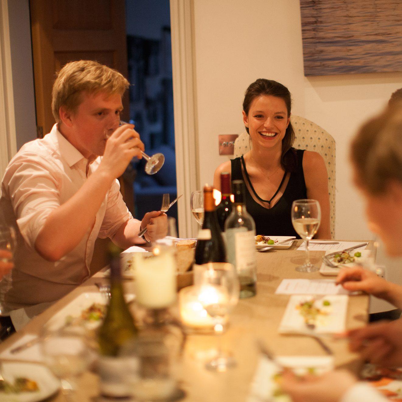 7 id es originales pour animer vos fins de repas la for Idee diner amis